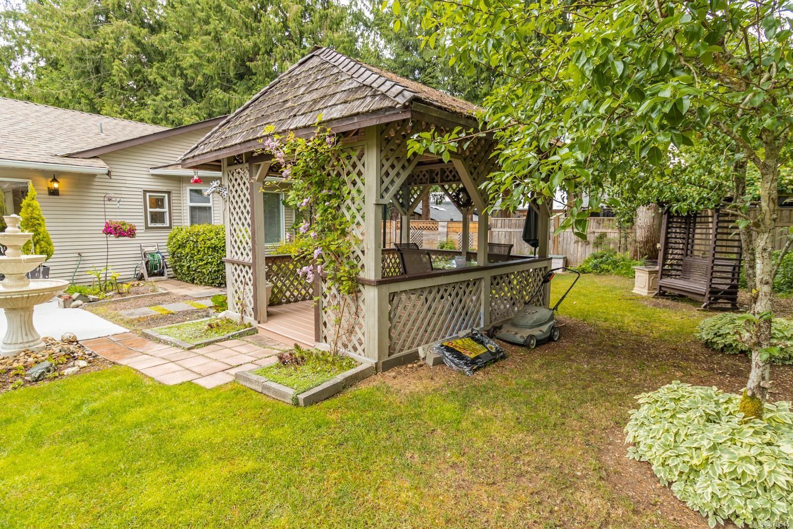 Photo 28: Photos: 1070 Symons Cres in : PQ Qualicum Beach House for sale (Parksville/Qualicum)  : MLS®# 878545