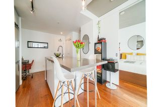 "Photo 8: 2008 108 W CORDOVA Street in Vancouver: Downtown VW Condo for sale in ""WOODWARDS"" (Vancouver West)  : MLS®# R2537299"