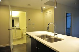Photo 4: 705 88 1ST AVENUE in Vancouver West: False Creek Home for sale ()  : MLS®# R2034242