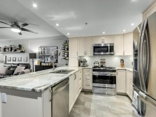 """Photo 10: 201 2665 W BROADWAY in Vancouver: Kitsilano Condo for sale in """"MAGUIRE BUILDING"""" (Vancouver West)  : MLS®# R2565478"""
