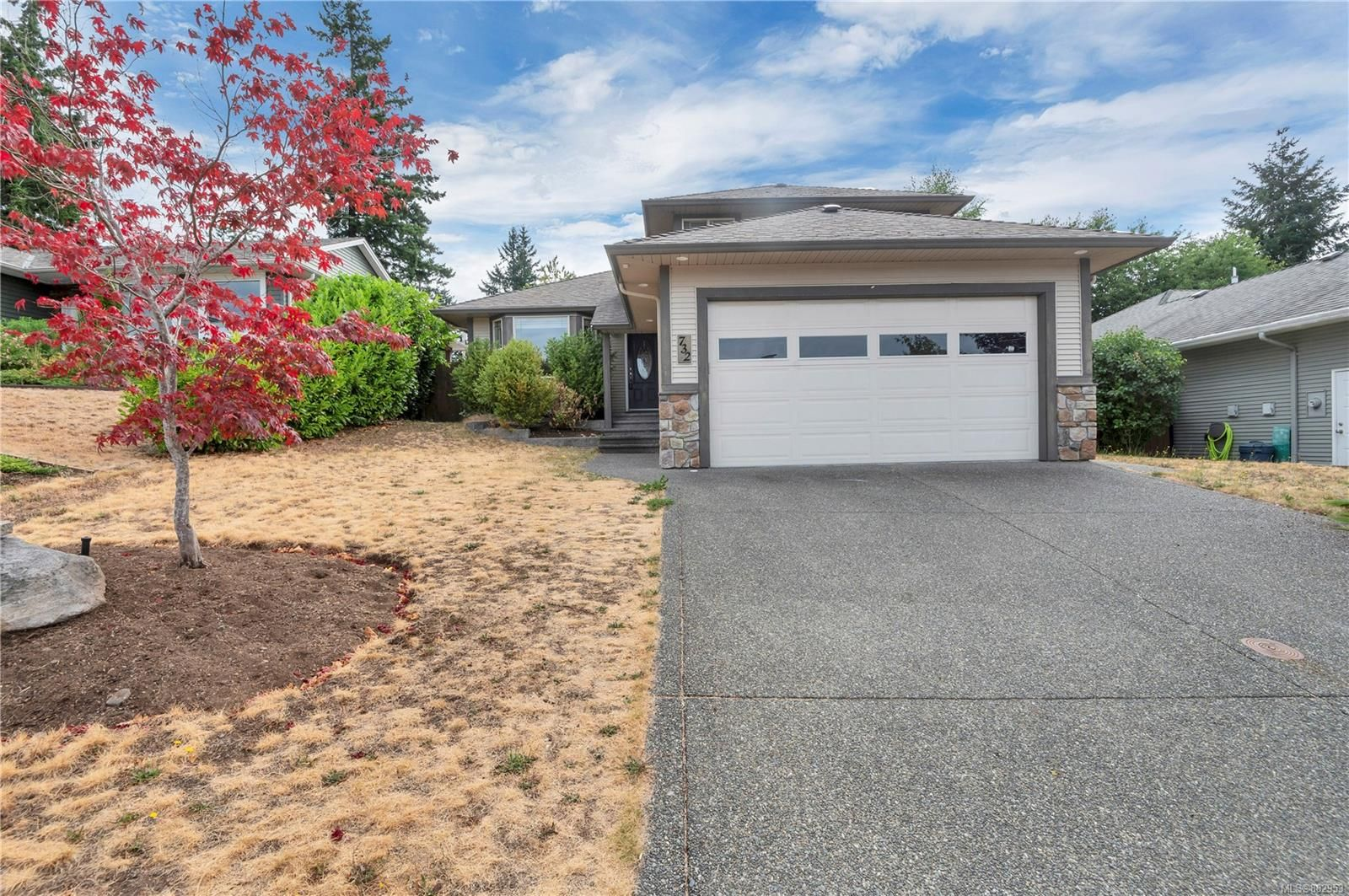 Photo 2: Photos: 732 Oribi Dr in : CR Campbell River Central House for sale (Campbell River)  : MLS®# 882953