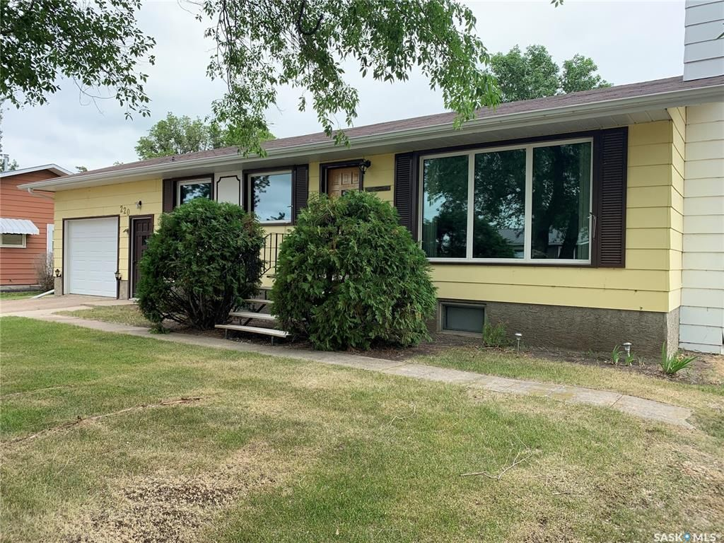 Main Photo: 220 Queen Street in Imperial: Residential for sale : MLS®# SK863105