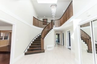 """Photo 2: 8231 SUNNYWOOD Drive in Richmond: Broadmoor House for sale in """"Broadmore"""" : MLS®# R2477217"""