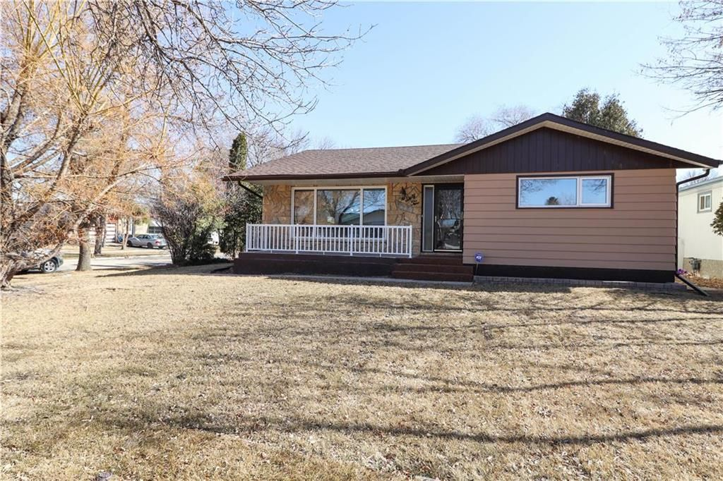 Main Photo: 62 Malden Close in Winnipeg: Maples Residential for sale (4H)  : MLS®# 202106019