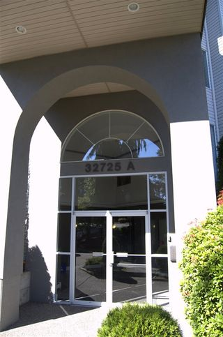 """Photo 2: 311 32725 GEORGE FERGUSON Way in Abbotsford: Abbotsford West Condo for sale in """"Uptown"""" : MLS®# R2182713"""