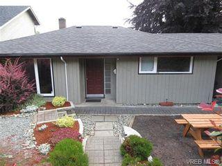 Photo 1: 890 Rockheights Ave in VICTORIA: Es Rockheights Half Duplex for sale (Esquimalt)  : MLS®# 693995