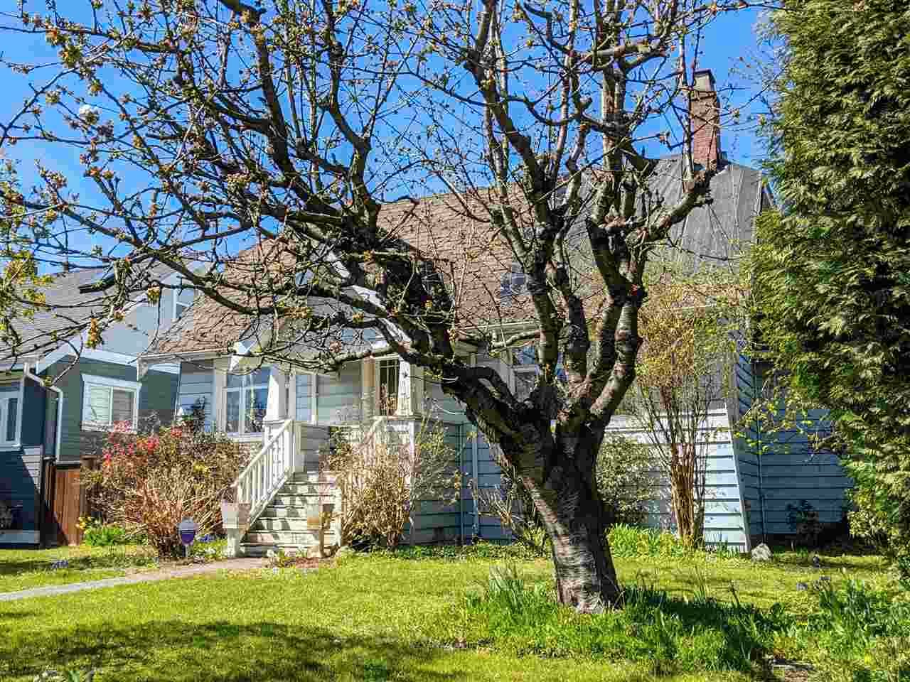 """Main Photo: 1901 SEVENTH Avenue in New Westminster: West End NW House for sale in """"GRIMSTON PARK"""" : MLS®# R2566380"""