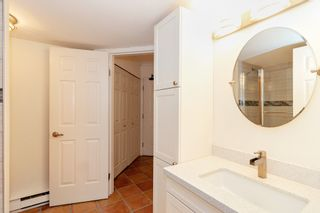 "Photo 15: 101 123 E 6TH Street in North Vancouver: Lower Lonsdale Condo for sale in ""HARBOURGATE"" : MLS®# R2364777"