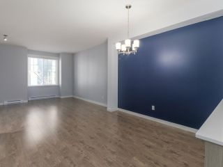 """Photo 4: 27 6450 187 Street in Surrey: Cloverdale BC Townhouse for sale in """"Hillcrest"""" (Cloverdale)  : MLS®# R2421299"""