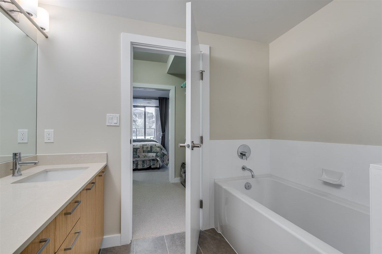 """Photo 22: Photos: 204 301 CAPILANO Road in Port Moody: Port Moody Centre Condo for sale in """"The Residences"""" : MLS®# R2474301"""