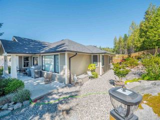 """Photo 3: 5557 PEREGRINE Crescent in Sechelt: Sechelt District House for sale in """"SilverStone Heights"""" (Sunshine Coast)  : MLS®# R2492023"""