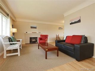 Photo 2: 333 Stannard Ave in VICTORIA: Vi Fairfield West House for sale (Victoria)  : MLS®# 723018