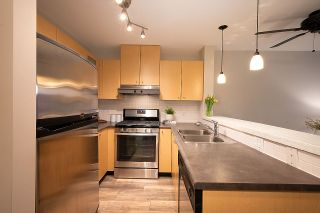 """Photo 7: 404 124 W 1ST Street in North Vancouver: Lower Lonsdale Condo for sale in """"The """"Q"""""""" : MLS®# R2430704"""