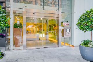 """Photo 3: PH7 777 RICHARDS Street in Vancouver: Downtown VW Condo for sale in """"TELUS GARDEN"""" (Vancouver West)  : MLS®# R2621285"""