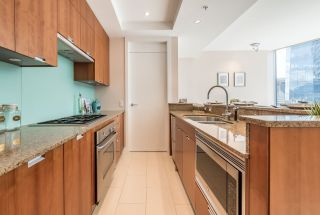 """Photo 7: 2706 1077 W CORDOVA Street in Vancouver: Coal Harbour Condo for sale in """"SHAW TOWER"""" (Vancouver West)  : MLS®# R2173545"""