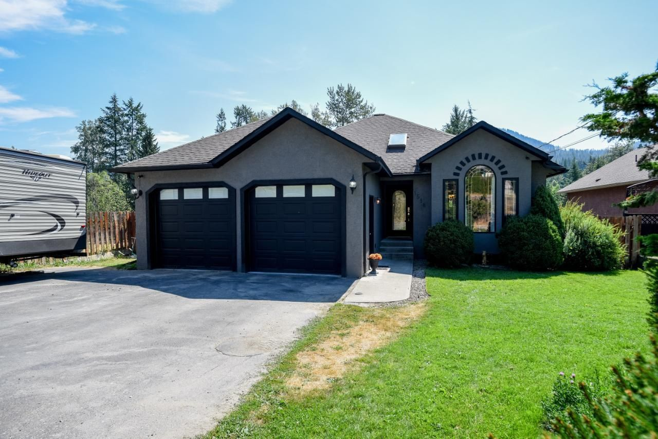 Main Photo: 1518 HIGHWAY 3B in Fruitvale: House for sale : MLS®# 2460239
