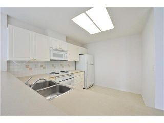 """Photo 6: 412 1785 MARTIN Drive in Surrey: Sunnyside Park Surrey Condo for sale in """"SOUTHWYND"""" (South Surrey White Rock)  : MLS®# F1419891"""