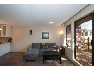 "Photo 5: 107 853 E 7TH Avenue in Vancouver: Mount Pleasant VE Condo for sale in ""Vista Villa"" (Vancouver East)  : MLS®# R2221809"
