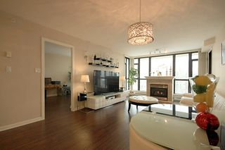 Photo 3: 1704 615 HAMILTON STREET in New Westminster: Uptown NW Condo for sale : MLS®# R2136770