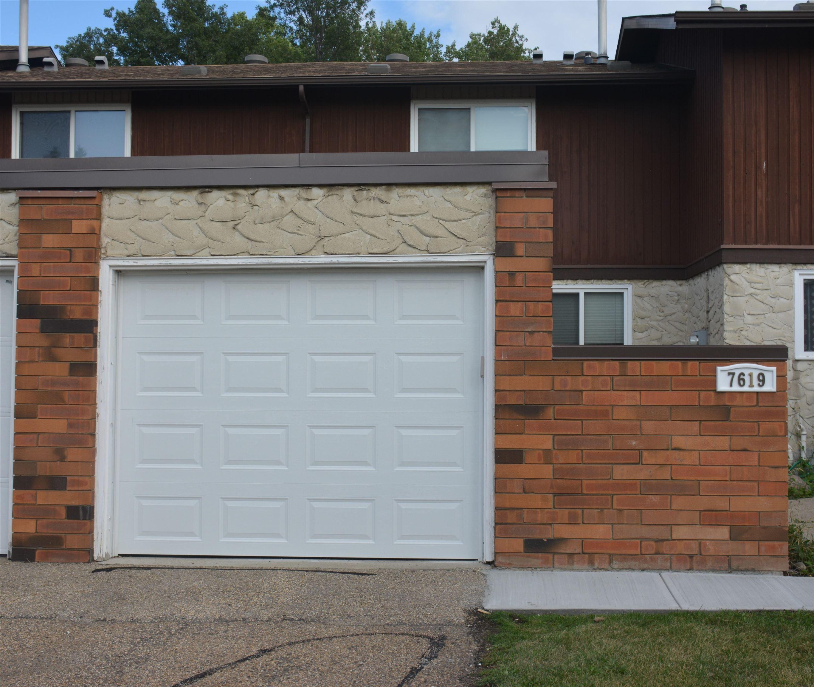 Main Photo: 7619 176 Street in Edmonton: Zone 20 Townhouse for sale : MLS®# E4261009