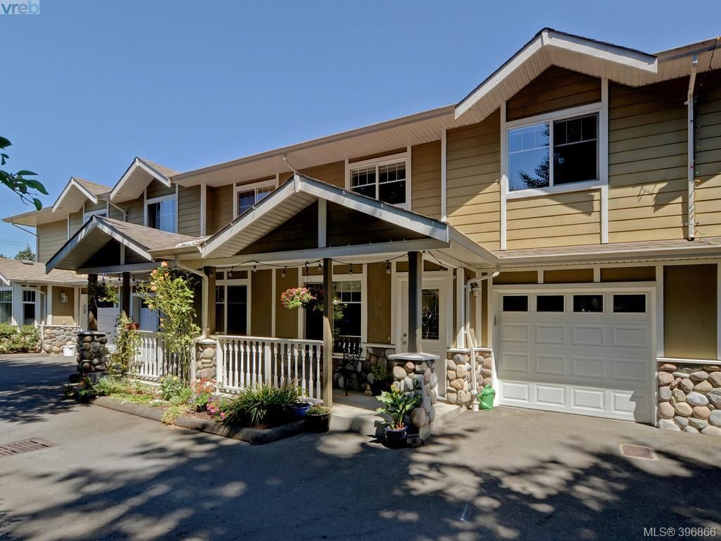 Main Photo: 103 2731 Claude Rd in VICTORIA: La Langford Proper Row/Townhouse for sale (Langford)  : MLS®# 793801