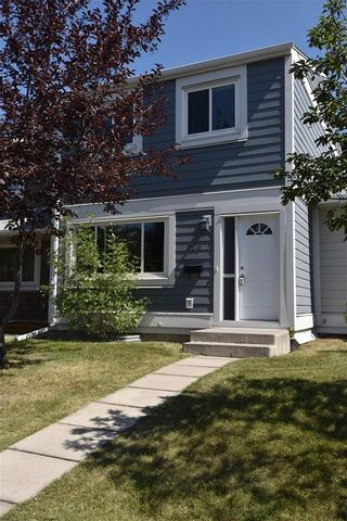 Photo 1: 816 MADEIRA Drive NE in Calgary: Marlborough Park Row/Townhouse for sale : MLS®# C4262604