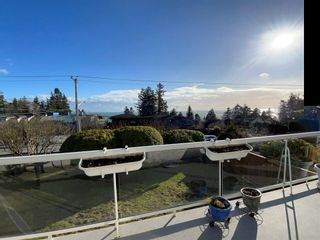 """Photo 11: 13381 MARINE Drive in Surrey: Crescent Bch Ocean Pk. House for sale in """"Ocean Park"""" (South Surrey White Rock)  : MLS®# R2546593"""