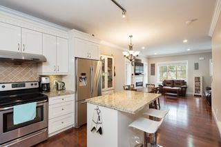 """Photo 2: 101 3333 DEWDNEY TRUNK Road in Port Moody: Port Moody Centre Townhouse for sale in """"CENTREPOINT"""" : MLS®# R2378597"""