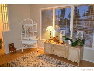 Photo 3: 2408 Irvine Avenue in Saskatoon: Nutana Park Single Family Dwelling for sale (Saskatoon Area 02)  : MLS®# 565482