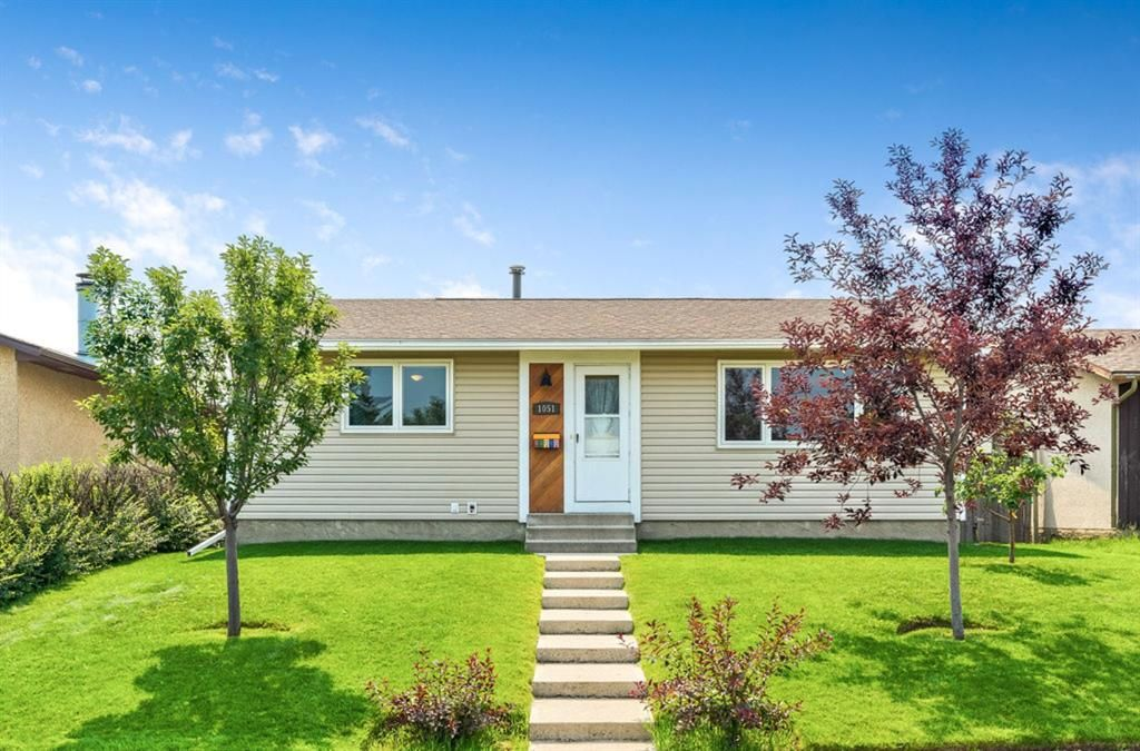 Main Photo: 1051 Pinecliff Drive NE in Calgary: Pineridge Detached for sale : MLS®# A1131055