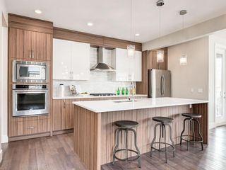 Photo 4: 3668 19 Avenue SW in Calgary: Killarney/Glengarry Row/Townhouse for sale : MLS®# C4238635