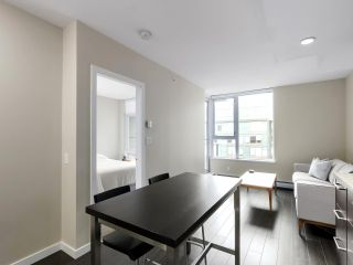 """Photo 15: 554 108 W 1ST Avenue in Vancouver: False Creek Condo for sale in """"OLYMPIC VILLAGE"""" (Vancouver West)  : MLS®# R2437073"""