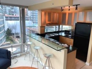 """Photo 7: 802 1003 BURNABY Street in Vancouver: West End VW Condo for sale in """"THE MILANO"""" (Vancouver West)  : MLS®# R2417411"""