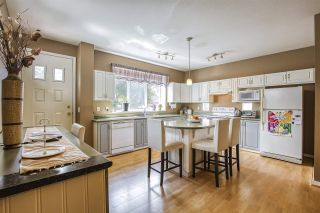 """Photo 11: 18468 66A Avenue in Surrey: Cloverdale BC House for sale in """"HEARTLAND"""" (Cloverdale)  : MLS®# R2476706"""