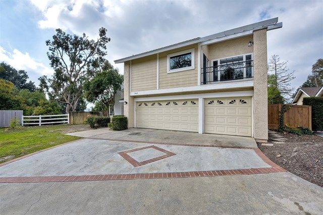 Main Photo: 743 Blackhawk Cir in Vista: Residential for sale (92081 - Vista)  : MLS®# 200002982