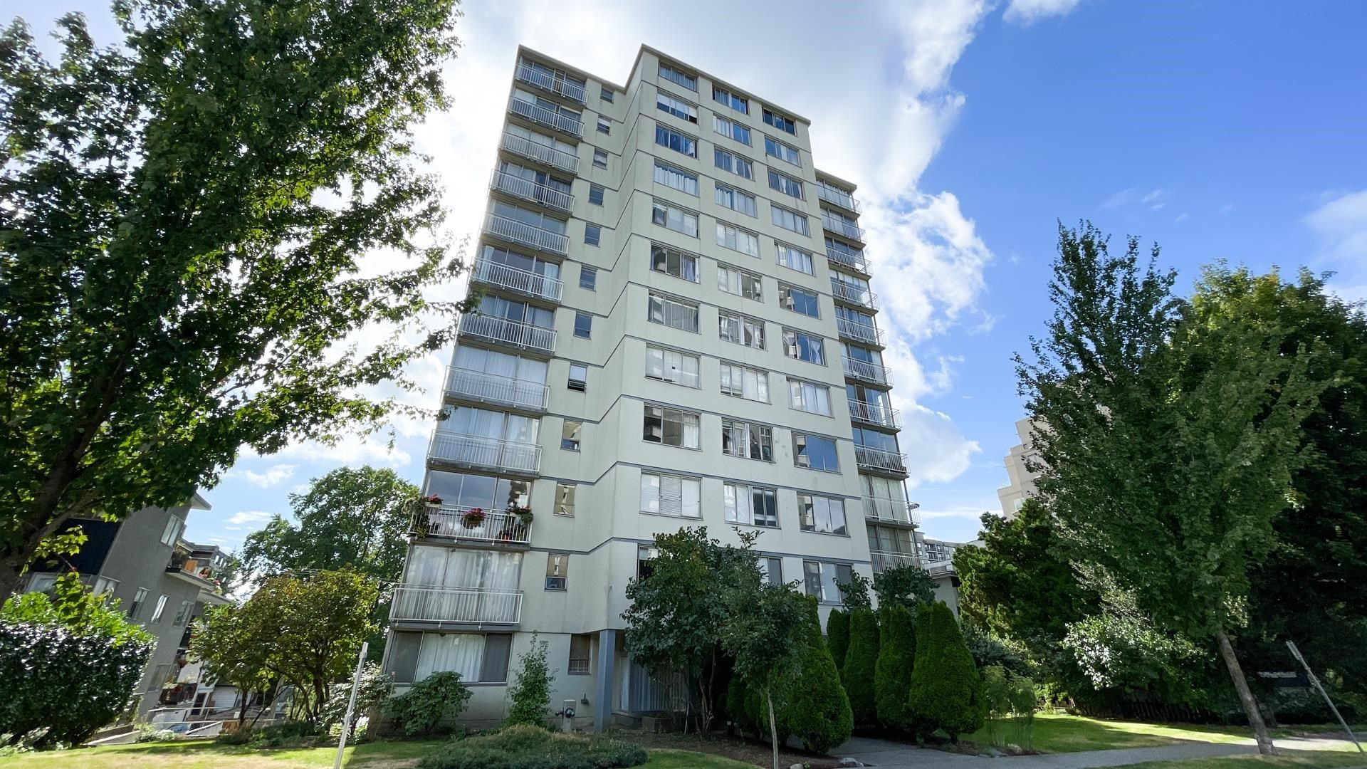 """Main Photo: 704 1250 BURNABY Street in Vancouver: West End VW Condo for sale in """"HORIZON"""" (Vancouver West)  : MLS®# R2622052"""