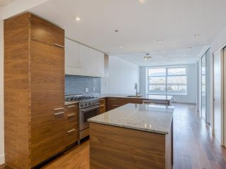 """Photo 4: 204 4375 W 10TH Avenue in Vancouver: Point Grey Condo for sale in """"The Varsity"""" (Vancouver West)  : MLS®# R2552003"""