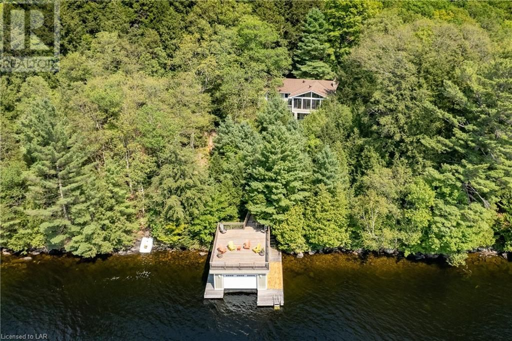 Main Photo: 1302 ACTON ISLAND Road in Bala: House for sale : MLS®# 40159188