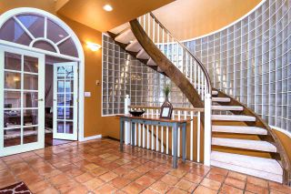 Photo 4: 4220 STARLIGHT WAY in North Vancouver: Upper Delbrook House for sale : MLS®# R2036386