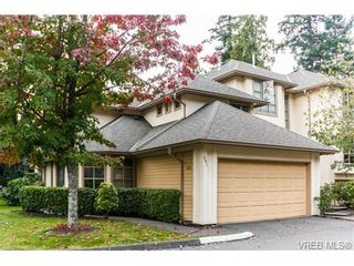 Photo 1: 301 510 Marsett Pl in VICTORIA: SW Royal Oak Row/Townhouse for sale (Saanich West)  : MLS®# 684520