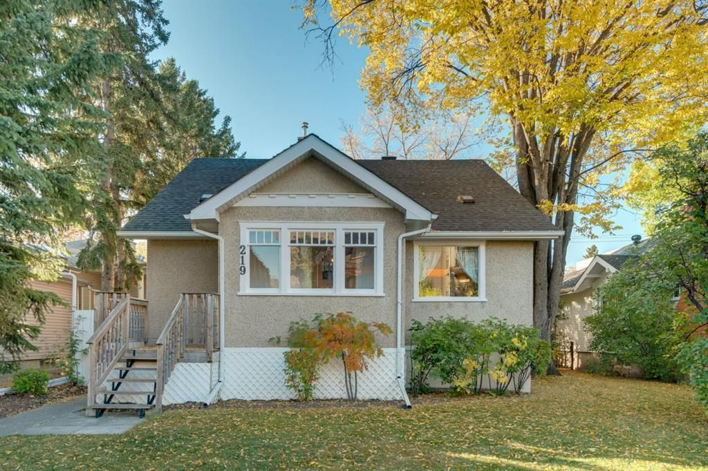 Main Photo: 219 6 Avenue NE in Calgary: Crescent Heights Detached for sale : MLS®# A1040678