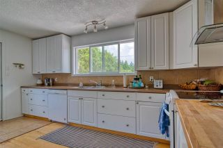 """Photo 20: 723 DOGWOOD & BLACKBERRY LANE Road in Gibsons: Gibsons & Area House for sale in """"Bay area"""" (Sunshine Coast)  : MLS®# R2593511"""