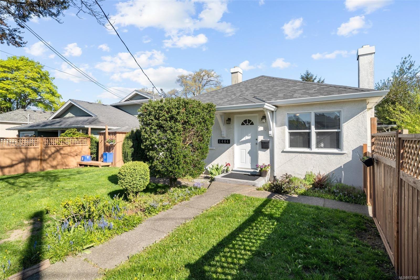 Main Photo: 1464 Bay St in : Vi Oaklands Half Duplex for sale (Victoria)  : MLS®# 873565