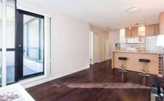 """Photo 5: 1201 909 MAINLAND Street in Vancouver: Yaletown Condo for sale in """"YALETOWN PARK II"""" (Vancouver West)  : MLS®# R2218452"""
