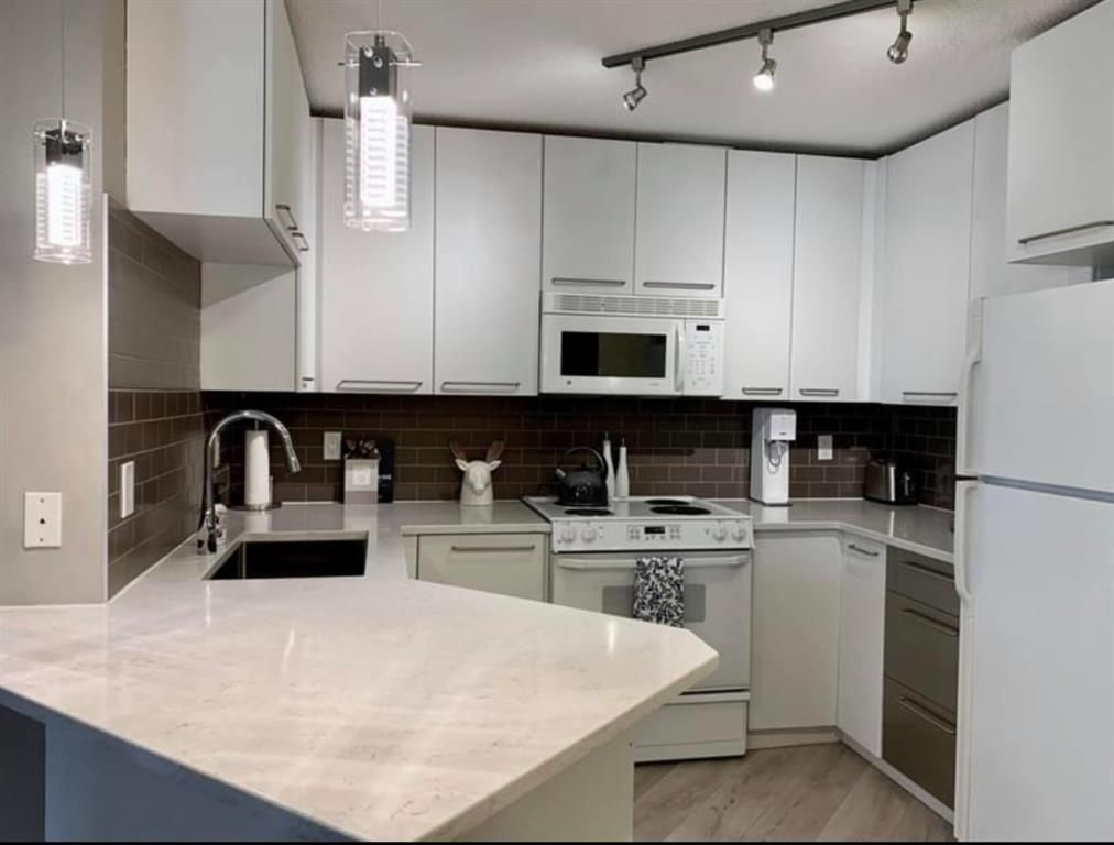 Main Photo: 213 35 Richard Court SW in Calgary: Lincoln Park Apartment for sale : MLS®# A1105922