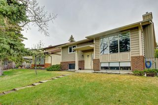 Photo 1: 6627 COACH HILL Road SW in Calgary: Coach Hill Detached for sale : MLS®# C4245453