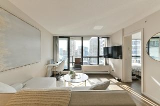 """Photo 3: 1208 928 HOMER Street in Vancouver: Yaletown Condo for sale in """"Yaletown Park 1"""" (Vancouver West)  : MLS®# R2615847"""