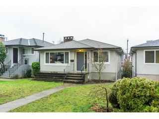 Photo 1: 2656 E 7TH Avenue in Vancouver: Renfrew VE House for sale (Vancouver East)  : MLS®# R2435751