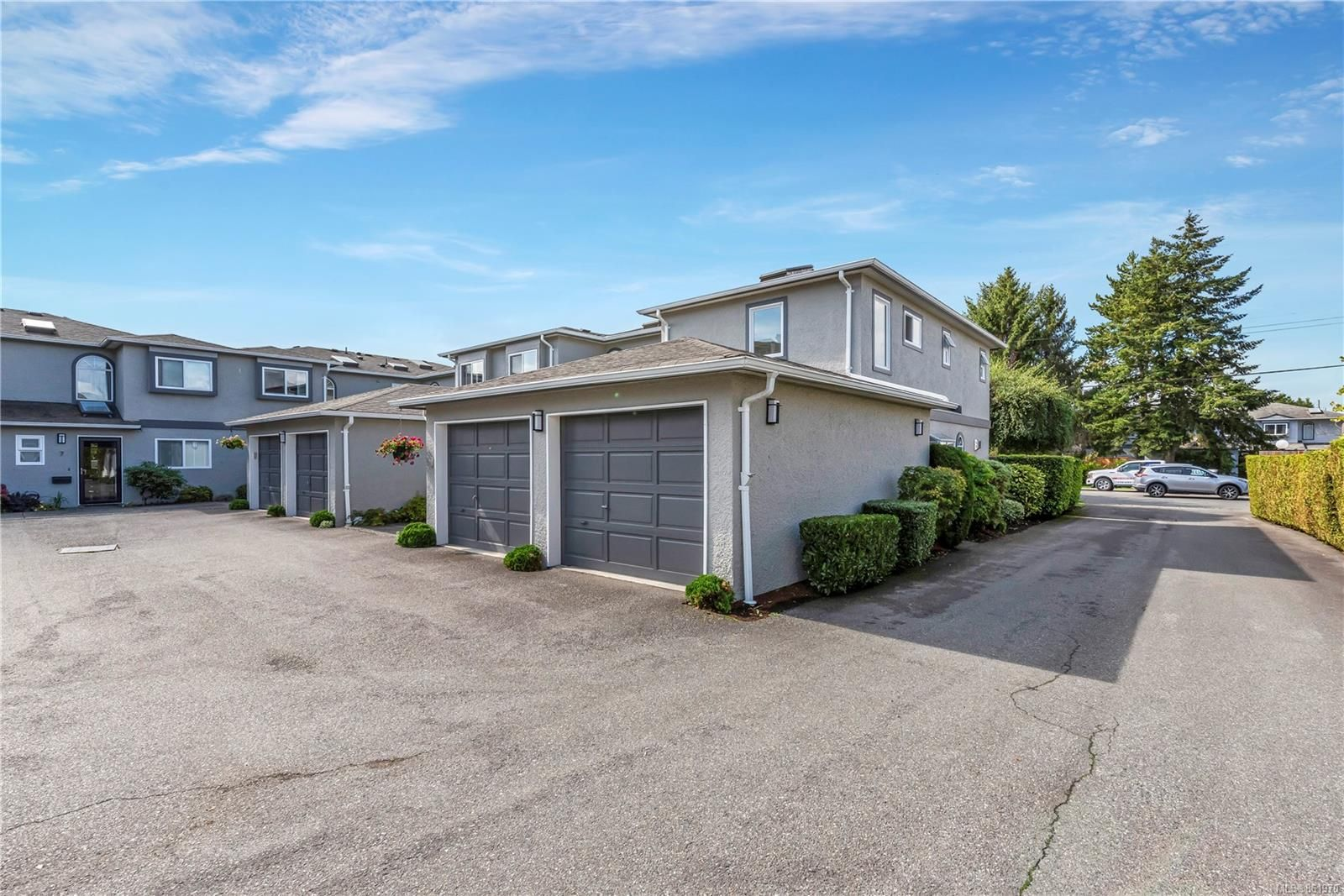 Main Photo: 1 9855 Resthaven Dr in : Si Sidney North-East Row/Townhouse for sale (Sidney)  : MLS®# 861970