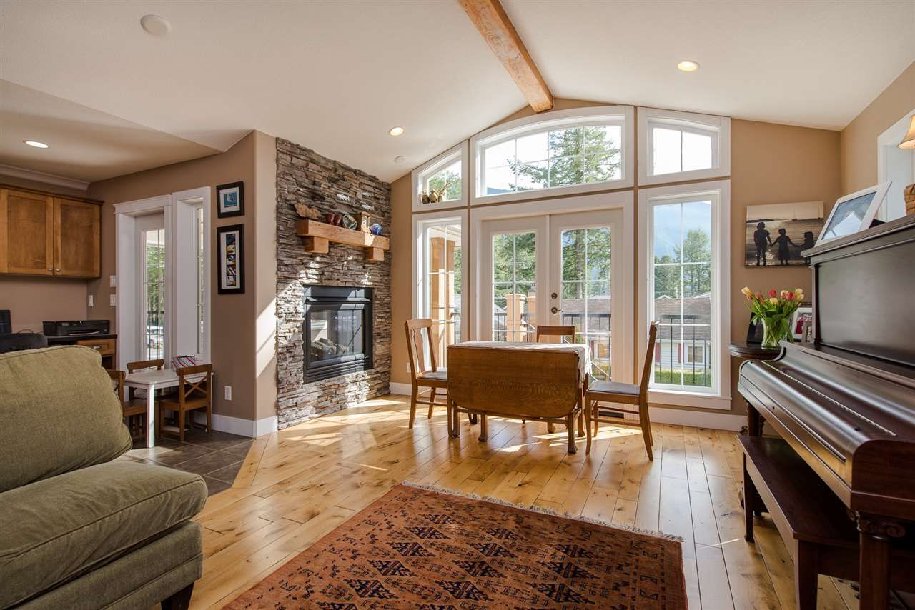 "Photo 8: Photos: 416 MAPLE Street: Cultus Lake House for sale in ""Cultus lake Park"" : MLS®# R2493541"